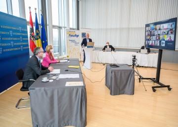 Online-Gipfel der Blaulichtorganisationen mit LH Johanna Mikl-Leitner und LH-Stv. Stephan Pernkopf.