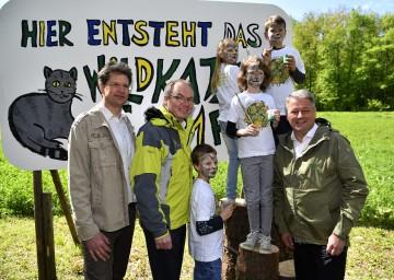 Im Bild von links nach rechts: Christian Übl, Geschäftsführer des Nationalparks Thayatal, LH-Stellvertreter Stephan Pernkopf und Bundesminister Andrä Rupprechter bei der Projektpräsentation.