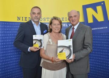 Präsentierten den neuen NÖ Begabungskompass: Dr. Christian Milota (Geschäftsführer der Landesakademie), Wirtschaftskammerpräsidentin Sonja Zwazl und Landeshauptmann Dr. Erwin Pröll (v. l. n. r.).
