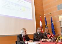Bei der Pressekonferenz: Budgetdirektor Rudolf Stöckelmayer, Finanz-Landesrat DI Ludwig Schleritzko und Dr. Reinhard Meißl, Leiter der Finanzabteilung (v.l.n.r.)