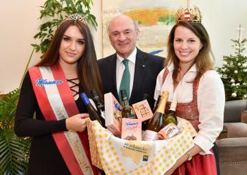 Miss Bonbon 2016 Nadja Greimel, Landeshauptmann Dr. Erwin Pröll, Weinkönigin Christina Hugl (v.l.n.r.)