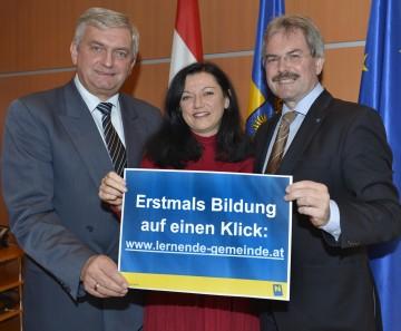Gemeindevertreterverbandspräsident Alfred Riedl, F.E.N.-Geschäftsführerin Mag. Manuela Gsell und LR Mag. Karl Wilfing (vlnr) stellten heute, 29. November, in St. Pölten die neue Online-Bildungsdatenbank vor.