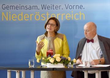 """Informierten über das Projekt \""""Jobchance\"""": Landeshauptmann-Stellvertreterin Mag. Johanna Mikl-Leitner und Mag. Karl Fakler, Landesgeschäftsführer des AMS Niederösterreich. (v.l.n.r.)"""