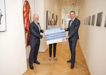 ecoplus-Geschäftsführer Helmut Miernicki, Marlene Ramsey, Managing Director der DIALAB GmbH, und Wirtschafts-Landesrat Jochen Danninger (v.l.n.r.)