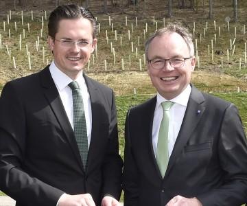Im Bild von links nach rechts: Bürgermeister Mag. Stefan Schmuckenschlager und LH-Stv. Dr. Stephan Pernkopf