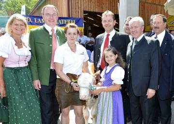 Landesrat Dr. Stefan Pernkopf (2.v.li.) und Minister Niki Berlakovich (4. v. li.) nahmen gestern, 28. Juni, die Eröffnung der diesjährigen Inter-Agrar in Wieselburg vor.