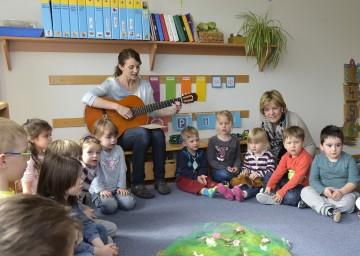 Landesrätin Mag. Barbara Schwarz zeigt sich über die zahlreichen Fortbildungsangebote erfreut.