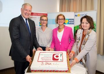 In St. Pölten findet heute die fünfte Konferenz der Österreichischen Plattform für Gesundheitskompetenz (ÖPGK), die heuer auch ihren fünften Geburtstag feiert, statt. Im Bild von links nach rechts: Landesrat und NÖGUS-Vorsitzender Martin Eichtinger, die ÖPGK-Vorsitzende Christina Dietscher, Landeshauptfrau Johanna Mikl-Leitner und die Generaldirektor-Stellvertreterin der NÖ GKK, Petra Zuser.