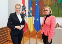 Ministerin Aschbacher und Landeshauptfrau Mikl-Leitner