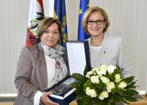 Landeshauptfrau Johanna Mikl-Leitner und die nunmehrige Dritte Landtagspräsidentin Karin Renner, zuvor fünf Jahre lang Mitglied der NÖ Landesregierung.