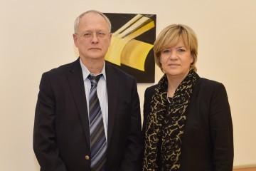 Stand der Evaluation der neuen Mittelschule: Prof. Dr. Stefan Hopmann und Landesrätin Mag. Barbara Schwarz präsentierten die Ergebnisse.