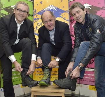 Im Bild von links nach rechts: Kurt Farasin, Geschäftsführer Niederösterreichische Landesausstellungen, Landeshauptmann-Stellvertreter Mag. Wolfgang Sobotka, Stefan Brandl von der Firma Lowa