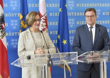 Arbeitsgespräch von Landeshauptfrau Johanna Mikl-Leitner mit ihrem Tiroler Amtskollegen Günther Platter.