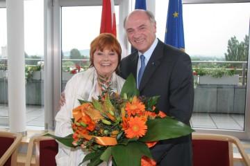 Landeshauptmann Dr. Erwin Pröll gratulierte der großartigen Schauspielerin, Regisseurin und Intendantin Prof. Elfriede Ott zum 80. Geburtstag.