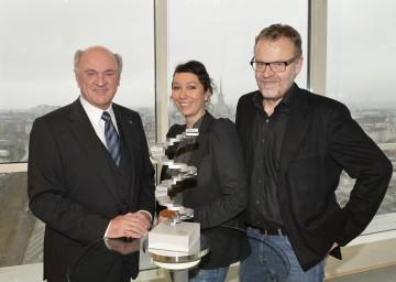 Filmpreisverleihung in Grafenegg: Landeshauptmann Dr. Erwin Pröll mit den Präsidenten der Akademie des österreichischen Films, der Schauspielerin Ursula Strauss und dem Regisseur Stefan Ruzowitzky.