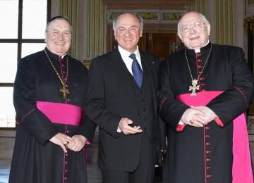Propst Mag. Maximilian Fürnsinn, Landeshauptmann Dr. Erwin Pröll und der Apostolische Nuntius Erzbischof Dr. Peter Zurbriggen.