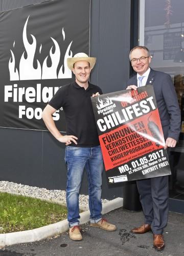 Im Bild von links nach rechts: Richard Fohringer, Geschäftsführer und Gründer von Fireland Foods, LH-Stellvertreter Dr. Stephan Pernkopf