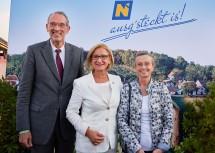 Bildungsminister Heinz Faßmann (li.) mit Gattin (re.) und Landeshauptfrau Johanna Mikl-Leitner