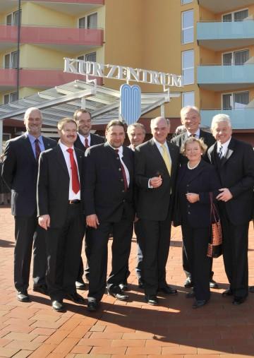 """Am 12. Oktober nahmen LH Dr. Erwin Pröll und LHStv. Ernest Gabmann an den Eröffnungsfeierlichkeiten des neuen """"Kurzentrums Bad Traunstein"""" teil."""