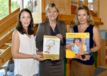 Cornelia Strohmayr, Leiterin des Kindergartens Obergrafendorf, Landesrätin Mag. Barbara Schwarz und Kindergarteninspektorin Brigitte Umgeher (v.l.n.r.)