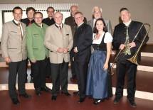 Eröffnung des neuen Musikerheims in Grabern mit Landeshauptmann Dr. Erwin Pröll und Bürgermeister Ing. Herbert Leeb (Mitte) und zahlreichen Ehrengästen.