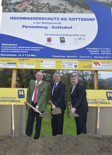Spatenstich für Donau-Hochwasserschutz in Gottsdorf: Landesrat Dr. Stephan Pernkopf, Bundesminister Alois Stöger und Bürgermeister Manfred Mitmasser. (v.l.n.r.)