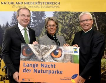 Im Bild von links nach rechts: Naturschutz-Landesrat Dr. Stephan Pernkopf, Tourismus-Landesrätin Dr. Petra Bohuslav, Mag. Wolfgang Mair, Obmann der Naturparke Niederösterreichs.