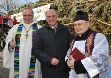 Landeshauptmann Dr. Erwin Pröll verabschiedete den Christbaum, den das Land Niederösterreich für den Petersplatz im Vatikan zur Verfügung stellt.
