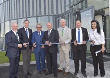 Landeshauptmann Dr. Erwin Pröll, Bürgermeister Mag. Klaus Schneeberger und Geschäftsführer Christian Dries eröffneten das neue Firmengebäude von DAS Energy in Wiener Neustadt.