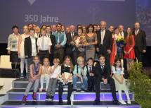 Die Familie Welser in vier Generationen (neunte bis zwölfte Generation) mit Landeshauptmann Dr. Erwin Pröll (Mitte).