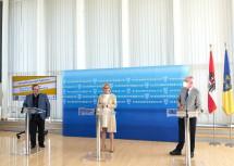 Bei der Pressekonferenz: Nuklearmediziner Weiss, Landeshauptfrau Mikl-Leitner und Aufsichtsrat Schneeberger