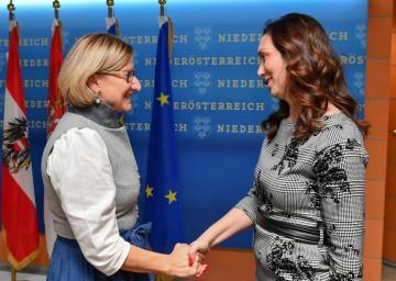 Landeshauptfrau Johanna Mikl-Leitner begrüßte Dragana Milosevic, Kulturministerin der serbischen Provinz Vojvodina, in St. Pölten