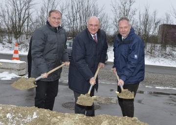 Landeshauptmann Dr. Erwin Pröll mit Asfinag-Vorstand DI Alois Schedl (l.) und Straßenbaudirektor DI Peter Beiglböck (r.).