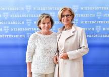 Landeshauptfrau Johanna Mikl-Leitner und die Präsidentin der Wirtschaftskammer NÖ, Sonja Zwazl.