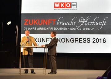 Landeshauptmann Dr. Erwin Pröll im Gespräch mit Moderator Robert Ziegler, Chefredakteur des ORF Niederösterreich. (v.l.n.r.)