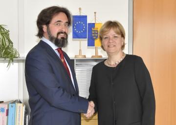 Projektleiter Prof. Friedrich Schipper und die Präsidentin des Europa-Forums-Wachau Landesrätin Barbara Schwarz (v.l.n.r.)