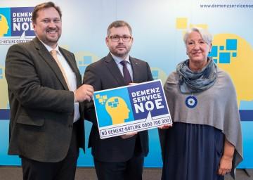 Landesrat und NÖGUS-Vorsitzender Ludwig Schleritzko präsentierte das neue Demenz-Service NÖ, im Bild flankiert von Hannes Ziselsberger, dem Direktor der Caritas St. Pölten, und der Demenz-Expertin Lea Hofer-Wecer (v.l.n.r.)