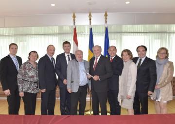Landeshauptmann Dr. Erwin Pröll mit den Teilnehmern des heutigen Arbeitnehmergespräches im NÖ Landhaus.