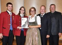 Der Musikverein Schmidatal (Bezirk Hollabrunn) erhielt den Ehrenpreis in Gold von Landeshauptfrau Johanna Mikl-Leitner (Mitte) überreicht.