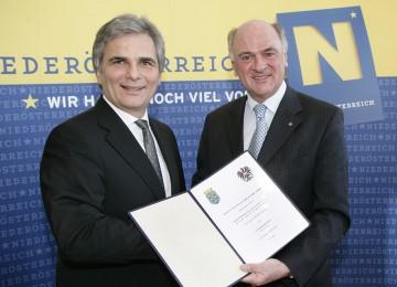 Bundesminister Werner Faymann und Landeshauptmann Dr. Erwin Pröll unterzeichneten heute den Vertrag für den Sicherheitsausbau der Weinviertler Schnellstraße B 303 im Abschnitt Stockerau – Hollabrunn-Süd.