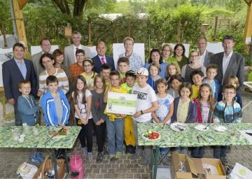 Erste Kinder-Uni in Tulln hat 100 Absolventinnen und Absolventen: Landeshauptmann-Stellvertreter Mag. Wolfgang Sobotka gratulierte.