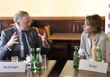 Präsidentin Sonja Zwazl und Landesrat Martin Eichtinger im Gespräch.