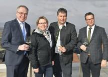 Betriebsbesuch im Weingut Müller in Krustetten: LH-Stellvertreter Stephan Pernkopf, Martha und Leopold Müller und Minister Peter Hauk (v.l.n.r.)