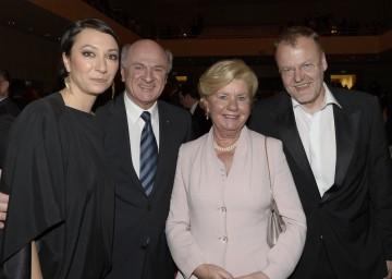 Bei der Verleihung des österreichischen Filmpreises in Grafenegg: Landeshauptmann Dr. Erwin Pröll mit Gattin Elisabeth sowie den Präsidenten der Österreichischen Filmakademie, Ursula Strauss und Stefan Ruzowitzky.