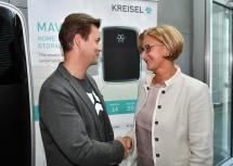Im Bild von links nach rechts: Markus Kreisel, Gründer und Geschäftsführer von Kreisel Electric, Landeshauptfrau Johanna Mikl-Leitner