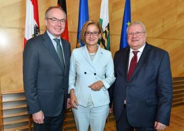 Der Sächsische Staatssekretär für Umwelt und Landwirtschaft, Herbert Wolff (r.), war heute, Freitag, zu Gast in Niederösterreich und führte Arbeitsgespräche mit Landeshauptfrau Johanna Mikl-Leitner und LH-Stellvertreter Stephan Pernkopf.