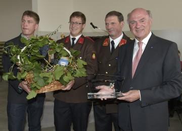 """im Anhang Text und Foto zu  \""""Landeshauptmann Pröll  eröffnete neues Feuerwehrhaus in Sommerein\""""."""
