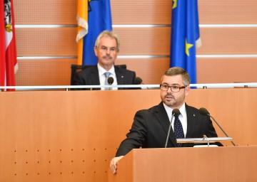 Finanz-Landesrat Ludwig Schleritzko bei seiner Budgetrede im NÖ Landtag.