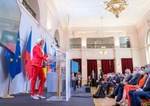 Landeshauptfrau Johanna Mikl-Leitner übernahm als Gastgeberin die Begrüßung der Teilnehmerinnen und Teilnehmer der Konferenz.