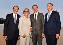 Von links nach rechts: Obmann Erwin Hameseder, Landeshauptfrau Johanna Mikl-Leitner, Finanzminister Hartwig Löger und Generaldirektor Klaus Buchleitner.